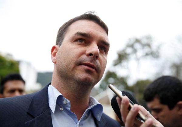 Flávio Bolsonaro pede ao MP-RJ troca de promotores em caso da 'rachadinha