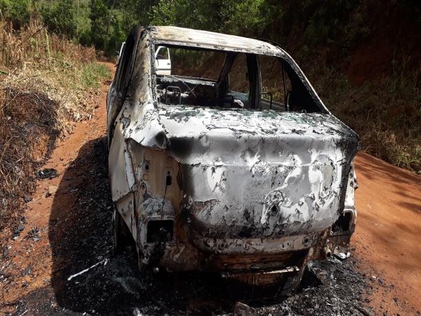 Corpo encontrado carbonizado em veículo é de uma mulher