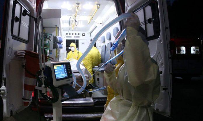 O Brasil registrou 965 novas mortes por covid-19 em 24 horas