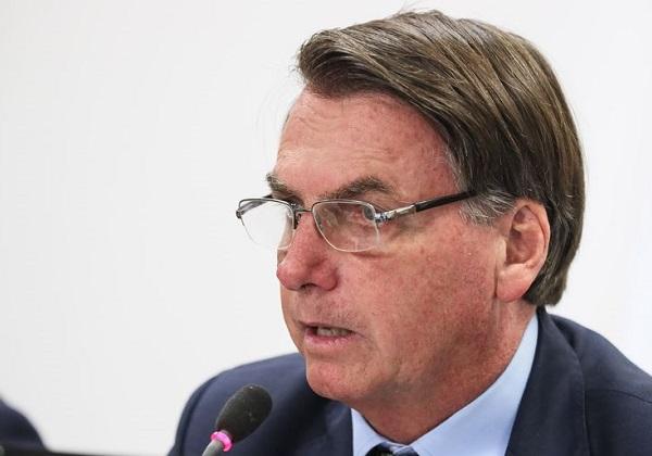 Mensagens mostram que Bolsonaro tomou decisão unilateral para tirar Valeixo da PF