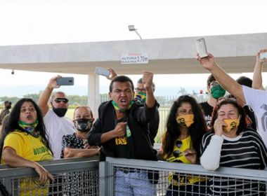 Folha e Globo suspendem cobertura na porta do palacio