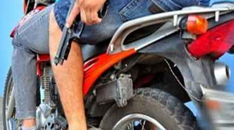 Homens armados se passam por clientes e levam dinheiro de empresa em Valença