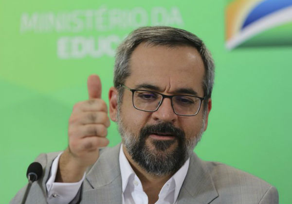 Abraham Weintraub anuncia saída do cargo de ministro da Educação