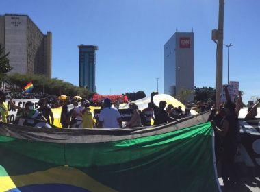 Manifestantes pró e contra Bolsonaro realizam atos na Esplanada dos Ministérios, em Brasília