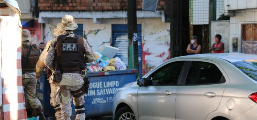 PM ocupa três bairros de Salvador para impeadir confronto